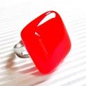 Ferrari piros kocka üveg gyűrű, üvegékszer, Ékszer, óra, Gyűrű, Ékszerkészítés, Üvegművészet, Szép, élénk tüzes narancsos piros színű gyűrű.    Az alapja nikkelmentes, 18 mm-es, állítható.  Mér..., Meska