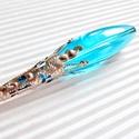 A sárkány könnye üveg-gyöngy medál, üveggyöngy ékszer, Ékszer, Medál, Nyaklánc, Antik ezüst hatású, csipkés, sárkány-karom foglalatban hatalmas, ovális, égszínkék üveg-g..., Meska