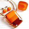 Indián nyár üveg medál, fülbevaló és gyűrű, üvegékszer szett, Ékszer, óra, Medál, Nyaklánc, Ékszerszett, Ékszerkészítés, Üvegművészet, Áttetsző barack alapon mandarin, világos és sötétebb árnyalatú karamell barna csíkok, hozzá mandari..., Meska