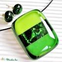 Zöld szikrázás üveg medál és fülbevaló, üvegékszer szett, Ékszer, óra, Ékszerszett, Medál, Nyaklánc, Áttetsző zöld alapon üde zöld csíkok között csodálatosan szikrázó zöld aventurin csík r..., Meska
