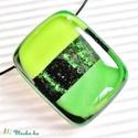 Zöld szikrázás üveg medál, üvegékszer, Ékszer, Ékszerszett, Medál, Nyaklánc, Áttetsző zöld alapon üde zöld csíkok között csodálatosan szikrázó zöld aventurin csík r..., Meska