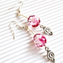 Tearózsa bimbó gyöngy fülbevaló, üveggyöngy, Ékszer, Esküvő, Fülbevaló, Esküvői ékszer, Különleges, metszett, áttetsző alapon fehér és pinkes rózsaszín felhőkkel mintázott üvegg..., Meska