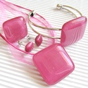 Málna kocka üveg medál, karkötő, gyűrű és fülbevaló, üvegékszer szett, Ékszer, óra, Medál, Nyaklánc, Ékszerszett, Ékszerkészítés, Üvegművészet, A legkiválóbb minőségű művészüvegből készítettem ezt a különleges, pinkes sötét rózsaszín, minimal,..., Meska