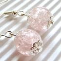 Pasztell rózsaszín gyöngy-csepp üveg-gyöngy fülbevaló, üveggyöngy ékszer, Ékszer, óra, Ékszerszett, Fülbevaló, Finom, halvány rózsaszínű, roppantott  üveg-gyöngy, ezüst ékszerdíszekkel fényesítve. Fel..., Meska