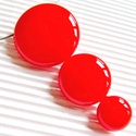 Ferrari piros körfüzér üveg medál, üvegékszer, Ékszer, Medál, Nyaklánc, Élénk piros üvegből olvasztottam a különböző méretű kerek üveg szemeket, oldalukon körbe..., Meska