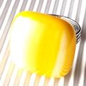 Nárcisz - élénk sárga - fehér kocka üveg gyűrű, minimal, üvegékszer, AKCIÓ! - 3 BÁRMILYEN TERMÉK vásárlása eseté...