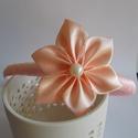 Hajpánt, Ruha, divat, cipő, Hajbavaló, Hajpánt, Rózsaszín hajpánt, virággal. Szatén szalagból készült. A Virág mérete 5,5cm, Kanzashi tech..., Meska