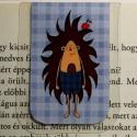 Sün Balázs-mini MÁGNESES könyvjelző 1 db, Naptár, képeslap, album, Könyvjelző, Fotó, grafika, rajz, illusztráció, Papírművészet, Sün Balázs,MINI mágneses könyvjelző, a figura saját tervezésű.   Ez egy mágneses könyvjelző, amely ..., Meska
