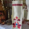 Virágmintás bortartó, Hímzés virág motívumos bortartó, Magyar motívumokkal, Férfiaknak, Sör, bor, pálinka, Hagyományőrző ajándékok, Varrás, Hímzés, Ezt a bortatót dupla rétegű vetexből készítettem, a virágmintát is vetexből varrtam rá. Nagyon erős..., Meska