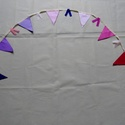 Lila-rózsaszín girland gyerekszobába, Baba-mama-gyerek, Dekoráció, Gyerekszoba, Ünnepi dekoráció, A szalag vetex (nem szőtt textil) és pamutvászon (pöttyös) anyag váltakozásából készült. Díszítheted..., Meska
