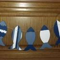 Hal füzér, Baba-mama-gyerek, Dekoráció, Gyerekszoba, Mobildísz, függődísz, Decoupage, transzfer és szalvétatechnika, Különböző mintákkal díszített 17x10cm 7 db fa halacskákból készített hal füzér. Aminek így a fűzött..., Meska