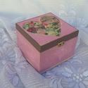 Kocka doboz, Ékszer, Otthon, lakberendezés, Szerelmeseknek, Ékszertartó, Rózsaszín márványos mintával díszített kocka doboz. A teteje szélén sólyom barna akril festék és csi..., Meska
