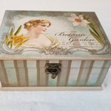 Ékszeres doboz, Otthon, lakberendezés, Ékszer, Ékszertartó, 20x15x8 cm méretekkel gyönyörű teljesen dekupázsolt ékszeres doboz, mdf alapból. Kicsit patinásan, ö..., Meska