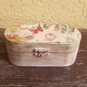 Ékszer dobozka, Ékszer, Otthon, lakberendezés, Ékszertartó, 14x6x6cm shabby chic stílusban koptatott vintage ékszeres dobozka. Belső része dió páccal lazúrozva...., Meska