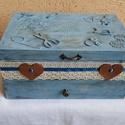 Varrós doboz, Otthon, lakberendezés, Tárolóeszköz, Doboz, Igazi vintage csemege. Gyönyörű, antikolt lenkék színű varrós doboz, 30x18x14cm méretekkel. Belseje ..., Meska