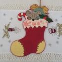 Karácsonyi csizma, Dekoráció, Karácsonyi, adventi apróságok, Otthon, lakberendezés, Ünnepi dekoráció, Karácsonyi dekoráció, Fa karácsonyi csizma ablakba, de falra, ajtóra is akasztható. Cukiságokkal díszítve. Szívből ajánlom..., Meska