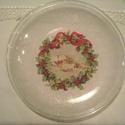 Karácsonyi üveg tányér, Dekoráció, Karácsonyi, adventi apróságok, Otthon, lakberendezés, Konyhafelszerelés, Ünnepi dekoráció, Karácsonyi dekoráció, Karácsonyi kerek üveg tányér. Rizspapírral csillámporral díszítve. Az üvegtányér hátlapja van díszít..., Meska