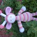 Horgolt zsiráf, Baba-mama-gyerek, Játék, Plüssállat, rongyjáték, Baba játék, Horgolás, 31cm magas. Lilás-rózsaszínes finoman harmonizáló színekben készült, puha pamutfonalból., Meska
