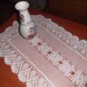 Júlia terítő, Mutatós futó, asztalra vagy komódra. 6 db. roze...