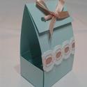 Doboz ajándék csomagolására, Dekoráció, Esküvő, Ünnepi dekoráció, Esküvői dekoráció, Mindenmás, Világos kék dekorációs kartonból készült doboz, ajándék csomagolásához.Púder rózsaszín szalag és fe..., Meska