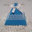 Tengerkék színű,piramis alakú köszönetajándék átadó doboz, Dekoráció, Esküvő, Meghívó, ültetőkártya, köszönőajándék, Esküvői dekoráció, Mindenmás, Tengerkék színű dekorációs kartonból ,hajtogatással készült ajándék doboz.A fehér csipke mintázata ..., Meska