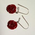 rózsás fülbevaló, Ékszer, Fülbevaló, Gyanta alapú rózsát formázó medállal készített fülbevaló, több színben is rendelhető.  ..., Meska