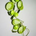almazöld nyári varázs, Ékszer, Nyaklánc, Dekoratív plasztik és fa gyöngyökből készített lánc, textil zsinóron. Hossza 86 cm  Trendi ..., Meska