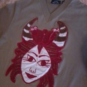 Ördög-fiókák vagy éppen bika jegyűek?, Ruha, divat, cipő, Gyerekruha, Kamasz (10-14 év), Csipkekészítés, Hímzés, S-es méretű Dockers Levi Strauss keki színű pólót díszítettem, saját tervezésű gyermekfejes bikahor..., Meska