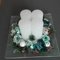 Karácsonyi adventi dísz, Dekoráció, Ünnepi dekoráció, Karácsonyi, adventi apróságok, Karácsonyi dekoráció, A díszt 20x20 cm üveg alapra készítettem, fehér gyertyával, gyönyörű kék gömbökkel , termésekkel, vi..., Meska