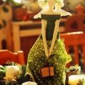 zöld angyal, Dekoráció, Karácsonyi, adventi apróságok, Ünnepi dekoráció, Karácsonyi dekoráció, Varrás, Zöld ruhás 60 centiméter magas angyal. Textilből varrtam, felakasztható. Kezében dobozkát tart, mel..., Meska