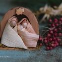Mini Betlehem , Dekoráció, Karácsonyi, adventi apróságok, Ünnepi dekoráció, Karácsonyi dekoráció, 1 db mini Betlehem. A betlehem alapja fából készült. Mérete:10-10 cm. József és Mária :3-4 cm.  Apró..., Meska