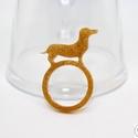 Tacskó gyűrű / tacsi kutya kedvenc állat , Ékszer, Gyűrű, Ékszerkészítés, Mindenmás, Üveglakkból készítettem el ezeket a tacskó formájú gyűrűket.   A gyűrűk belső átmérője 17 mm.  Elér..., Meska