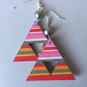 Ezüst csíkos fülbevaló, Ékszer, Fülbevaló, Húsvéti díszek, 5 cm hosszú, decoupage technológiával készített háromszög alakú fülbevaló, melyben kivágott háromszö..., Meska