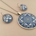 Azulejo No.1 üveglencsés ékszerszett, Ékszer, Ékszerszett, Fülbevaló, Nyaklánc, Az ékszerszett nyakláncból és fülbevalóból áll. Az üveglencsés nyaklánc medálja ezüst színű keretbe ..., Meska