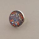 Korallos azulejo No.2 gyűrű, Az üveglencsés gyűrű ezüst színű és kör a...