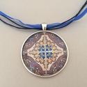 Korallos azulejo No.3 nyaklánc, Az üveglencsés nyaklánc medálja ezüst színű...