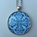 Azulejo No.4 nyaklánc, Ékszer, Húsvéti díszek, Nyaklánc, Az üveglencsés nyaklánc medálja ezüst színű keretbe foglalt, amelyben azulejo díszítés lá..., Meska