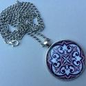 Azulejo No.5 nyaklánc, Az üveglencsés nyaklánc medálja ezüst színű...