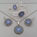 Inka mandala No.1 üveglencsés ékszerszett, Az ékszerszett nyakláncból, fülbevalóból, ka...