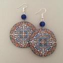 Korallos azulejo No.4 fülbevaló, Ékszer, Fülbevaló, A fülbevaló 5 cm hosszú, decoupage technológiával készült, kör alakú és hozzáillő gyöngy díszíti. A ..., Meska
