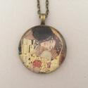 Klimt üveglencsés nyaklánc - csók, Ékszer, Nyaklánc, Az üveglencsés nyaklánc bronz színű keretbe foglalt, amelyben Klimt Csók című festményének..., Meska
