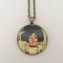 Klimt üveglencsés nyaklánc - Judith és Holofernes, Ékszer, Nyaklánc, Az üveglencsés nyaklánc bronz színű keretbe foglalt, amelyben Klimt Judith és Holofrnes vezetője cím..., Meska