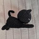 Horgolt nyújtózkodó cica, Játék & Gyerek, Horgolás, Ez az aranyos cica 100% pamut fonalból készült, hímzett arcának köszönhetően nem tartalmaz műanyag ..., Meska