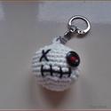 Kulcstartó fehér zombi, Dekoráció, Mindenmás, Ruha, divat, cipő, Horgolás, Ékszerkészítés, Horgolt kis figura kulcstartóra, táskára, vagy ajándék csomagra dísznek. Kb.: 4 cm   Személye átvét..., Meska