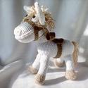 Fehér lovacska, Játék, Játékfigura, Horgolt, kitömött lovacska. Jó minőségű erős pamut fonalból készült, a nyereg és a söré..., Meska
