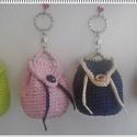 Mini hátizsák - kulcstartó, 4 db-os csomag, Dekoráció, Ruha, divat, cipő, Táska, Pénztárca, tok, tárca, Horgolás, Kis hátizsák alakú kulcstartó. 8 cm-es Ajakápoló, cukorka, vagy pénz is tartható benne, teteje gomb..., Meska