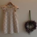 Lányka ruha Pamutszatén ruha pillangós csipke köténnyel, Ruha, divat, cipő, Gyerekruha, Gyerek (4-10 év), Egyszerű, de mégis mutatós ez a két részből álló ruhácska. Az alapruha  kényelmes pamutsza..., Meska