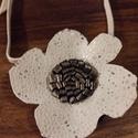 Fehér virág bőrnyaklánc nyaklánc bőrnyaklánc, Ékszer, óra, Nyaklánc, Fehér virág bőrnyaklánc nyaklánc bőrnyaklánc  Ha szereted a szép és mutatós nyakláncot akkor neked a..., Meska