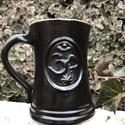 Bögre  OHM szimbólummal, Mindenmás, Konyhafelszerelés, Bögre, csésze, Kerámia, 4 dl-es teás, esetleg kávés bögre.  A rajta lévő szimbólum jelentése- Ohm- a teremtés igéje, egy ős..., Meska