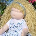 Waldorf babalány szőke hajjal, virágos ruhában, Képzőművészet, Játék, Textil, Baba, babaház, Baba-és bábkészítés, Varrás, Waldorf babalány virágos ruhában.  Magassága kb. 41 cm.  Teste világos színű, kiváló minőségű, ÖKOT..., Meska